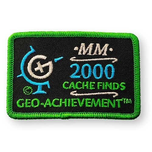 2000 Finds Geo-Achievement® -hihamerkki