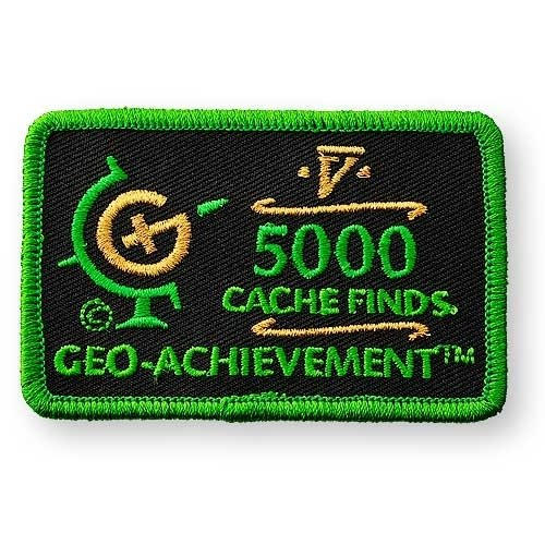 5000 Finds Geo-Achievement® -hihamerkki