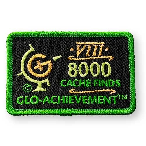 8000 Finds Geo-Achievement® -hihamerkki